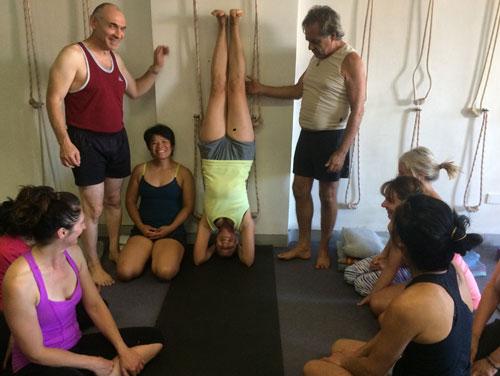 iyengar yoga class headstand